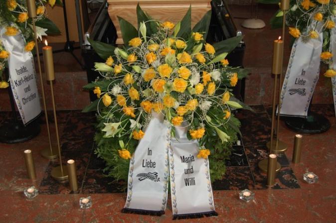 Blumenschmuck für Beerdigungen von Bestattungen Zehner